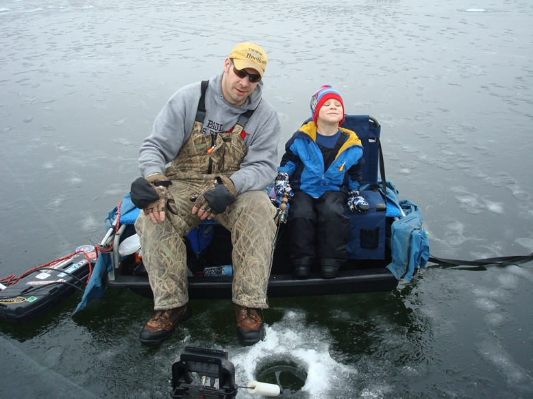 Muskiefirst fathers mother 39 s day photo contest for Ice fishing forum